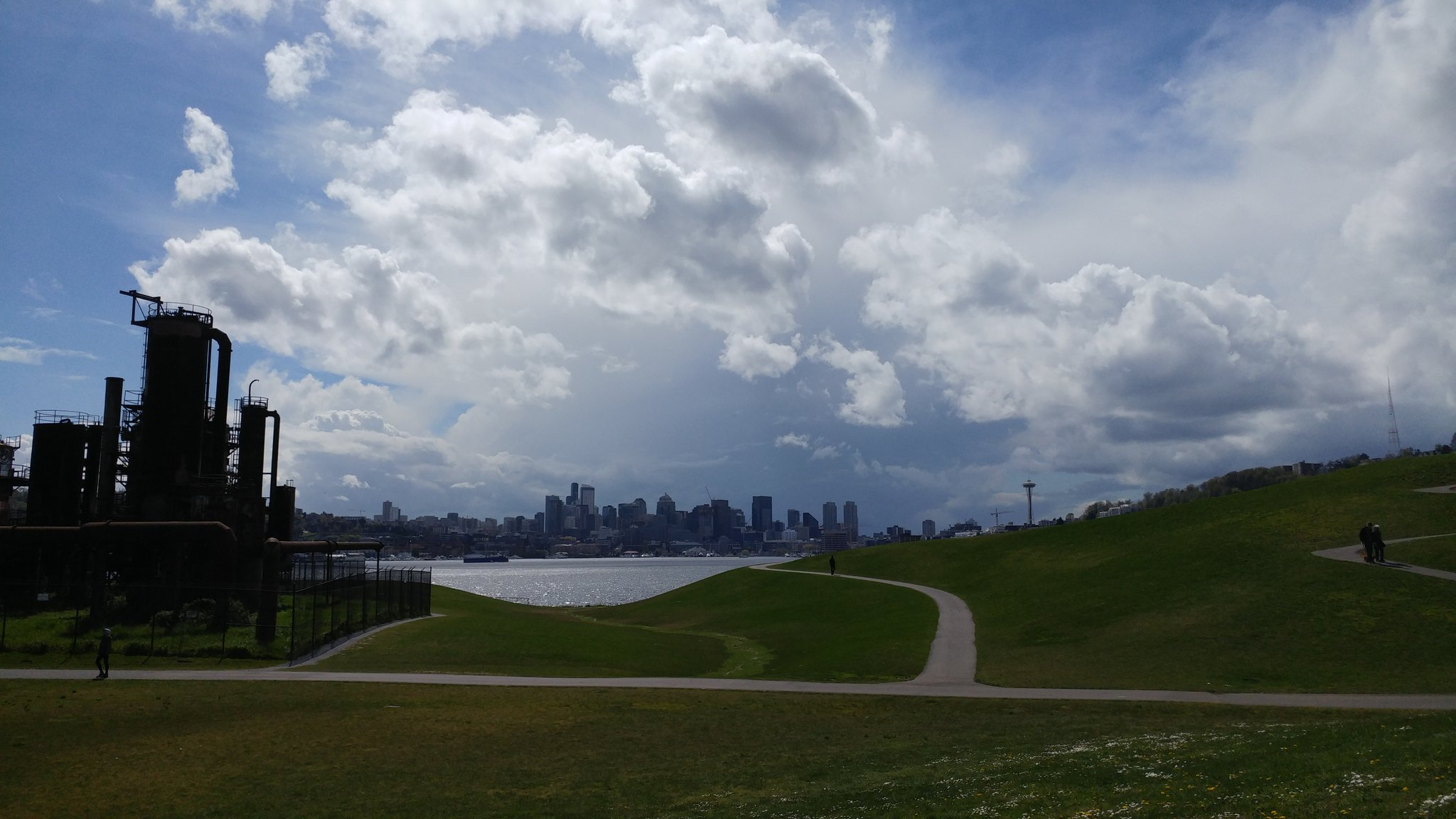 Storm clouds are seen over Seattle from Gas Works Park, Tuesday, April 18, 2017. (Photo: Annana/Twitter)