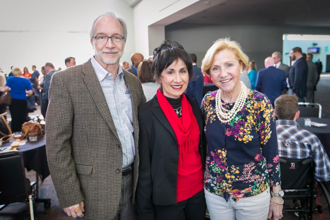 Steve & Debbie Kapuscinski with Susan Ewalt / Image: Mike Bresnen Photography // Published: 3.10.17