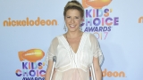 Jodie Sweetin attends Kids' Choice Awards with a broken leg