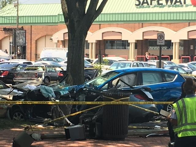Carjacking in Md. ends in crash in DC; 2 arrested, 2 victims critically injured. (Sam Ford/ABC7)