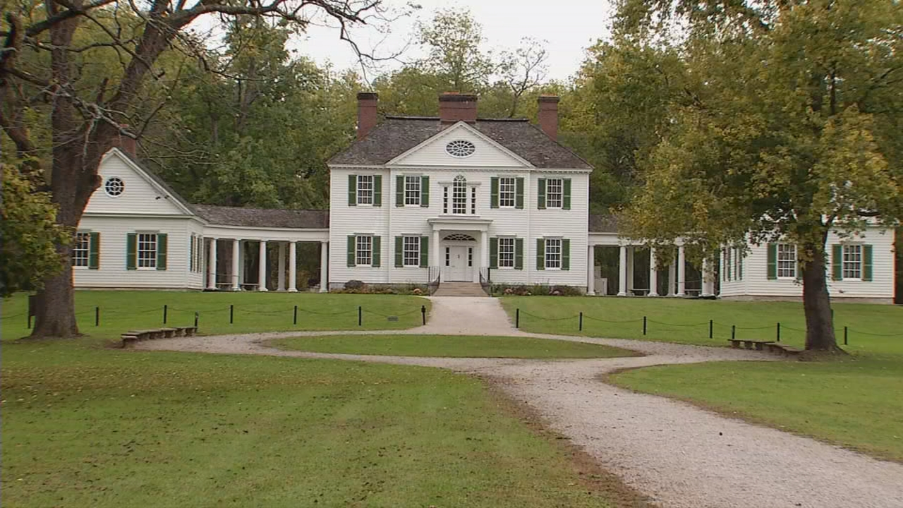 Blennerhassett mansion greets visitors to the island. (WCHS/WVAH)