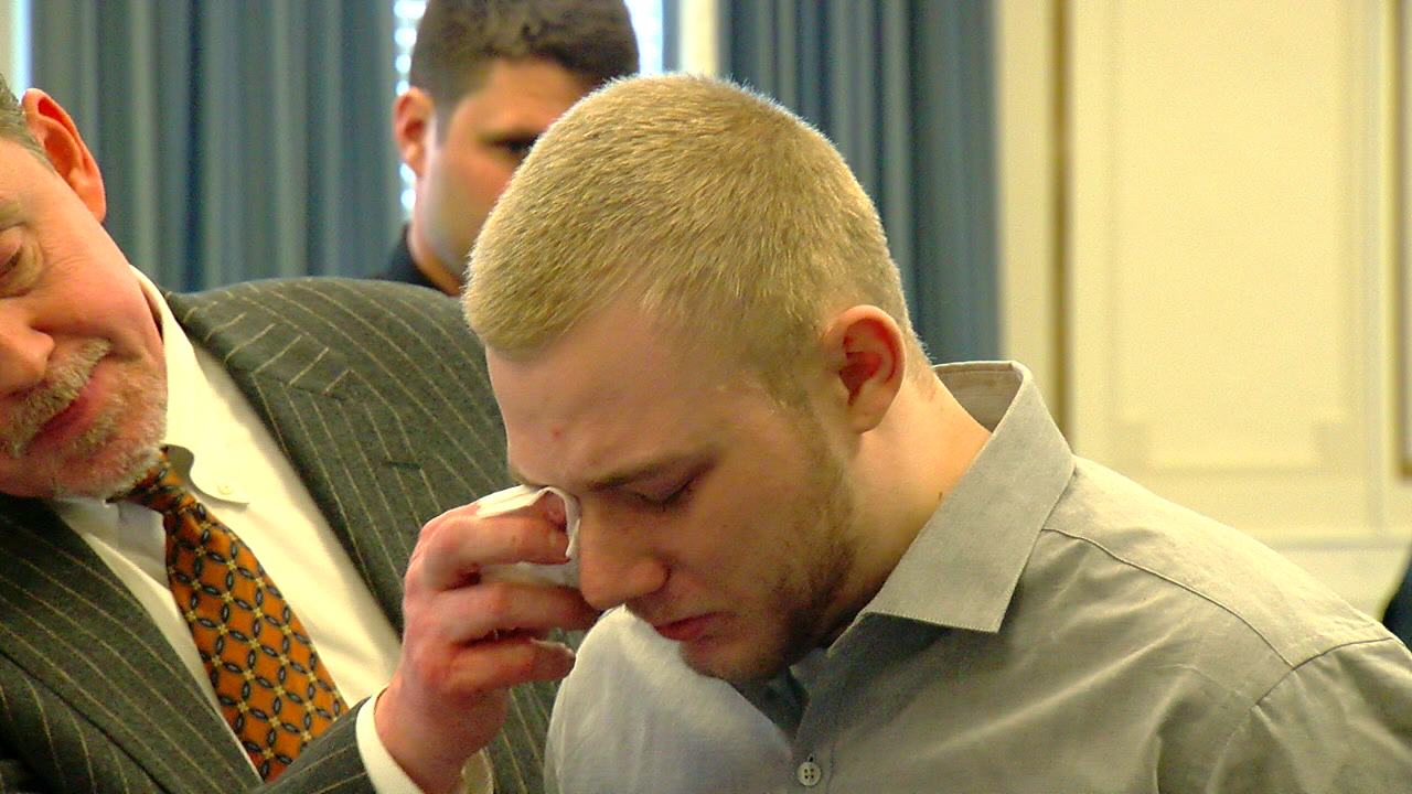 Earl Jones cries before he's sentenced for the murder of Kevin Neri in Colerain in 2016 (WKRC)<p></p>