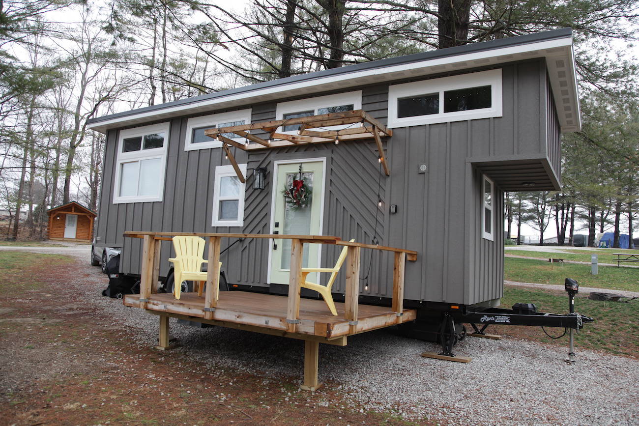 Overlooking Lake Logan, the Trillium tiny house is one of three designed and built by the Shaw family. Two more are under construction. / Image: Chez Chesak{ }// Published: 1.24.21