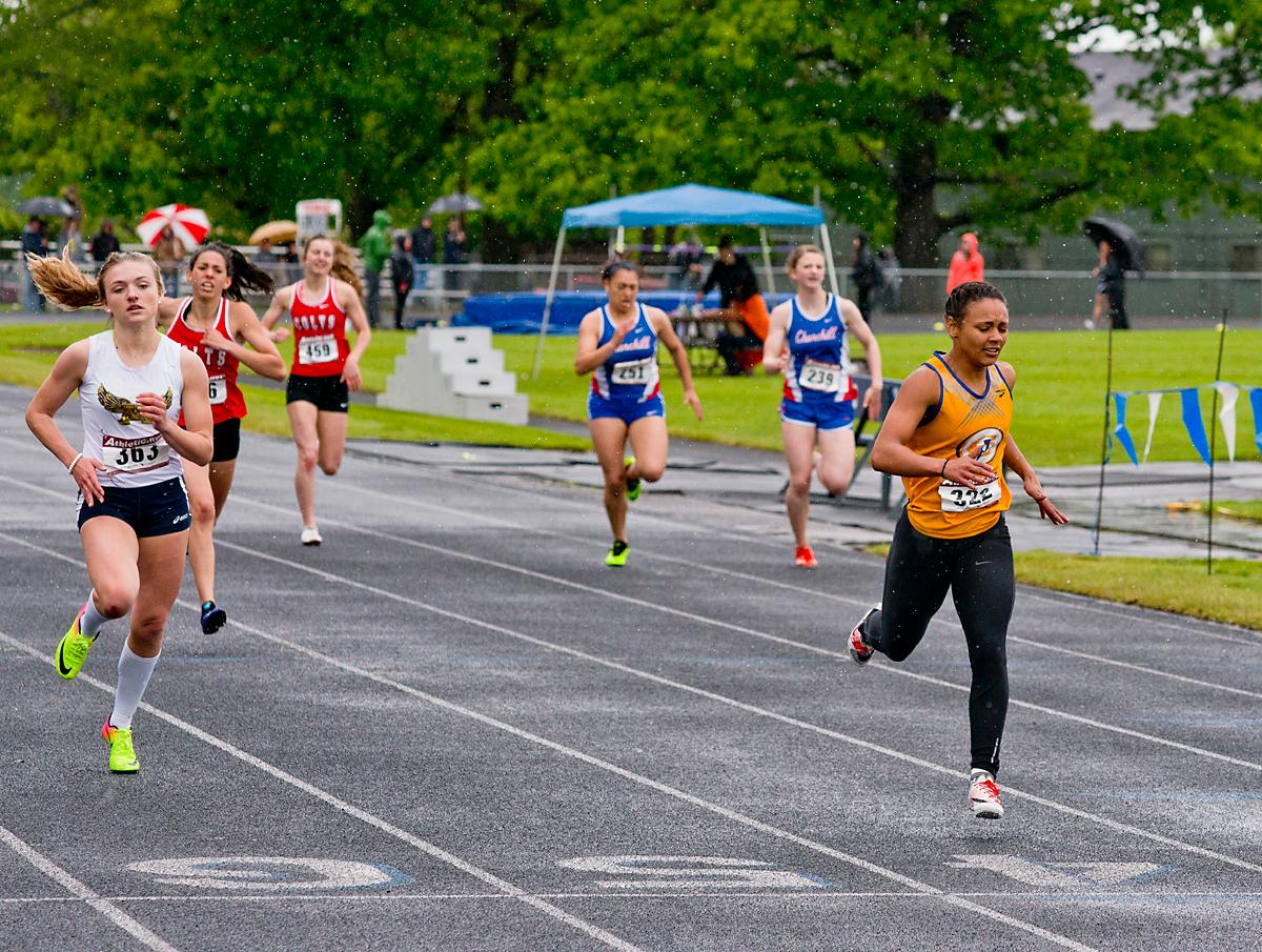 Maya Bradd from Eagle Point wins the 400 meter dash with a time of 1:01:16 at the 5A-3 Midwestern League District Track Meet. Photo by Dan Morrison, Oregon News Lab