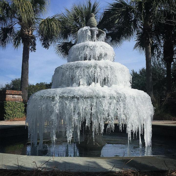 Remleys Point Frozen Fountain (Aaron Snyder)<p></p>