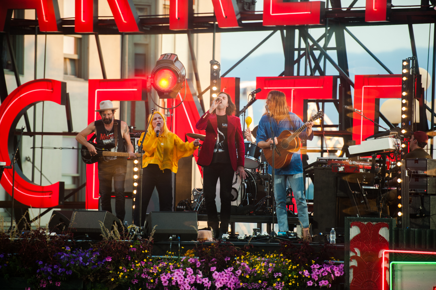 The Head and The Heart partnered with Amazon Music to put on a free concert on the roof of Pike Place Market, Sunday, August 25. An iconic Seattle band, playing at an iconic Seattle landmark? Sign us up! This was the band's first hometown show since their 'Living Mirage' album release. (Image: Elizabeth Crook / Seattle Refined)