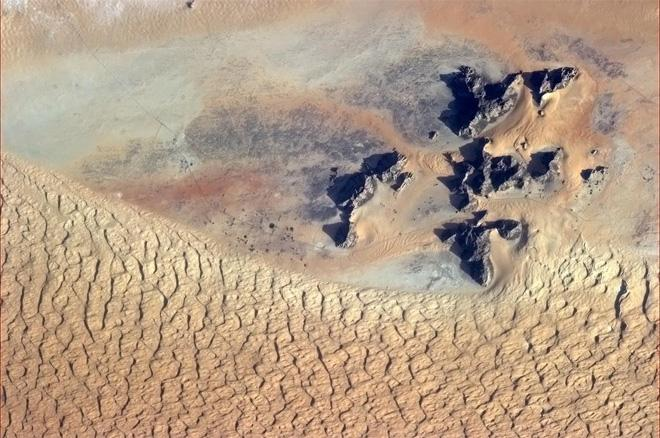 The starkest of beauty, in Saudi Arabia. (Photo & Caption: Col. Chris Hadfield, NASA)
