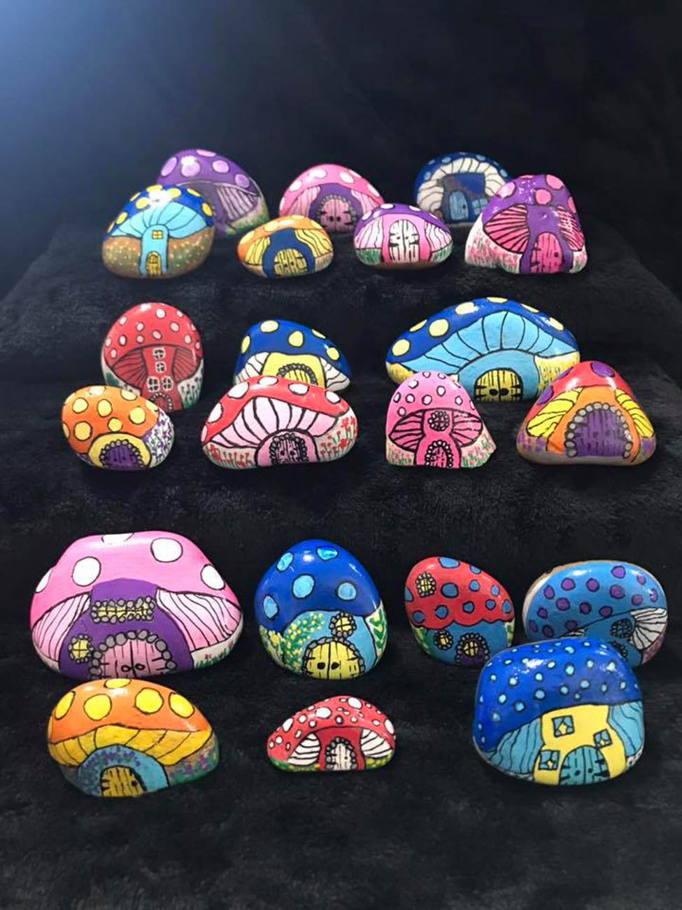 The NKY Hidden Rocks Facebook page started in 2017 by founder Jo Price Craven to combat negativity she was seeing online. The concept is to design a rock with inspiring words or images, hide it in the community, and brighten someone's day when they find it. They can then keep the rock, re-hide it, or replace it with one of their own to keep the positive, traveling rocks in circulation. / Artist: & Image: Dedra Deaton Lutes // Published: 8.17.19