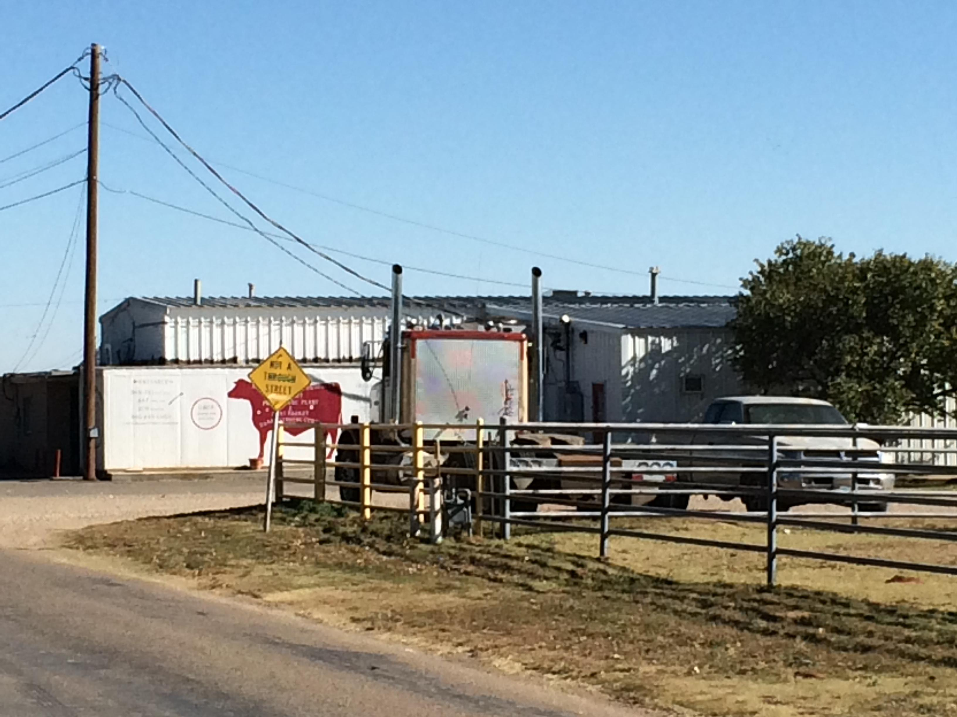 Local, state and federal law enforcement agencies search the Dalhart Processing Plant. (ABC 7 Amarillo-Drew Powell)<p></p>