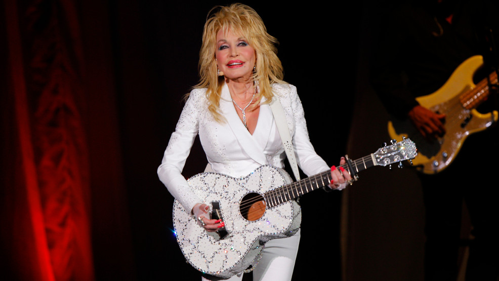 Dolly Parton to perform in Macy's Thanksgiving Day Parade
