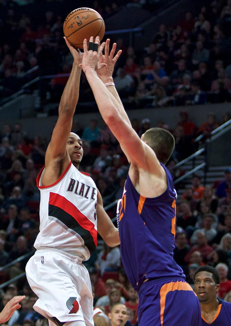 Portland Trail Blazers guard C.J. McCollum, left, shoots over Phoenix Suns center Alex Len during the first half of an NBA basketball game in Portland, Ore., Tuesday, Nov. 8, 2016. (AP Photo/Craig Mitchelldyer)