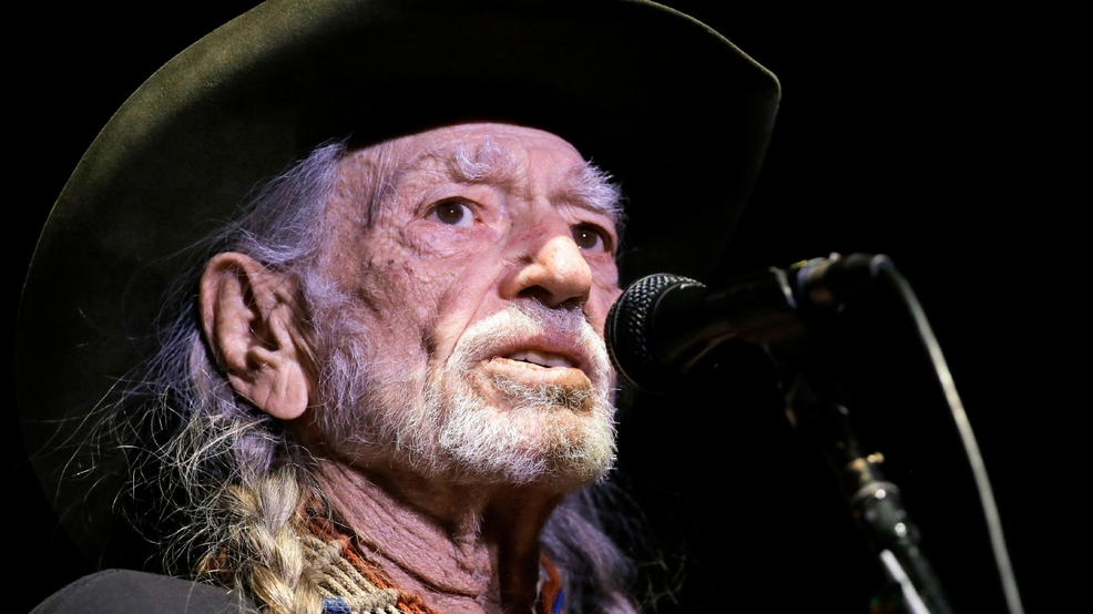People Willie Nelson_Nune.jpg