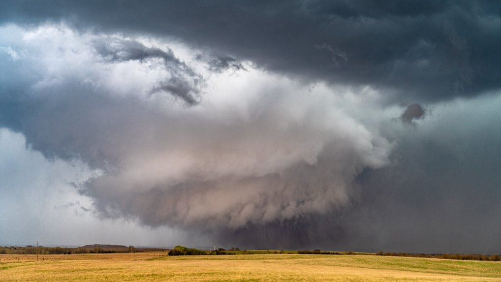 Puget Sound storm chasers get dramatic photos of Kansas tornado