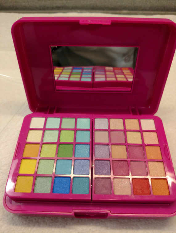 "Claire's is pulling 17 products off store shelves, after a Barrington family discovered asbestos in their 6-year-old daughter's makeup. (Courtesy photo via WJAR)<a href=""http://kmph.com/news/offbeat/claires-pulls-childrens-makeup-after-barrington-family-finds-asbestos""></a>"