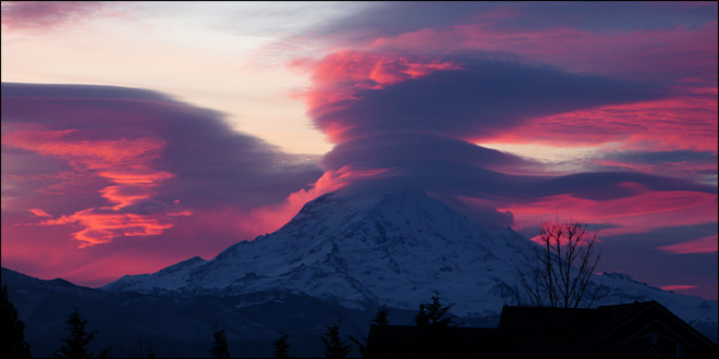 Sun rises behind Mt. Rainier on Nov. 22, 2012. (Photo: YouNews contributor troxa41622511086)