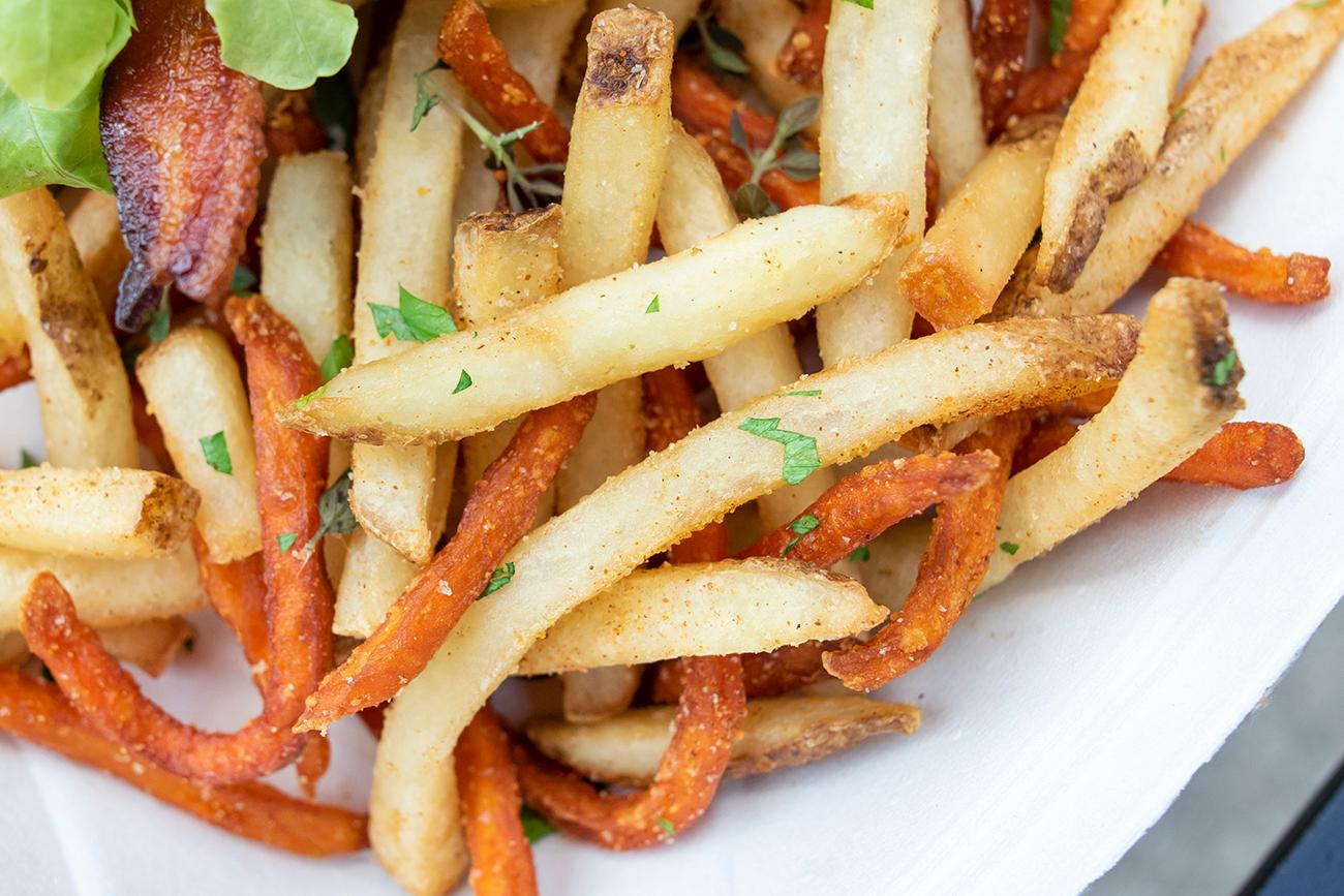 <p>Harvest Fries: variety of French fried russet and sweet potatoes seasoned with fresh herbs / Image: Allison McAdams{&nbsp;}// Published: 8.12.19</p>