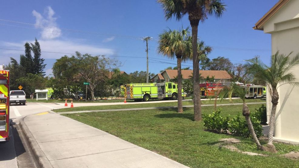 Fire reported in palm beach gardens community wtvx for Fire in palm beach gardens today