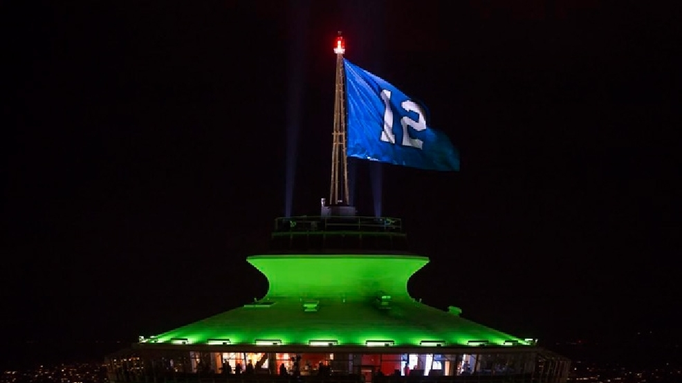 photos space needle all lit up for seahawks komo. Black Bedroom Furniture Sets. Home Design Ideas