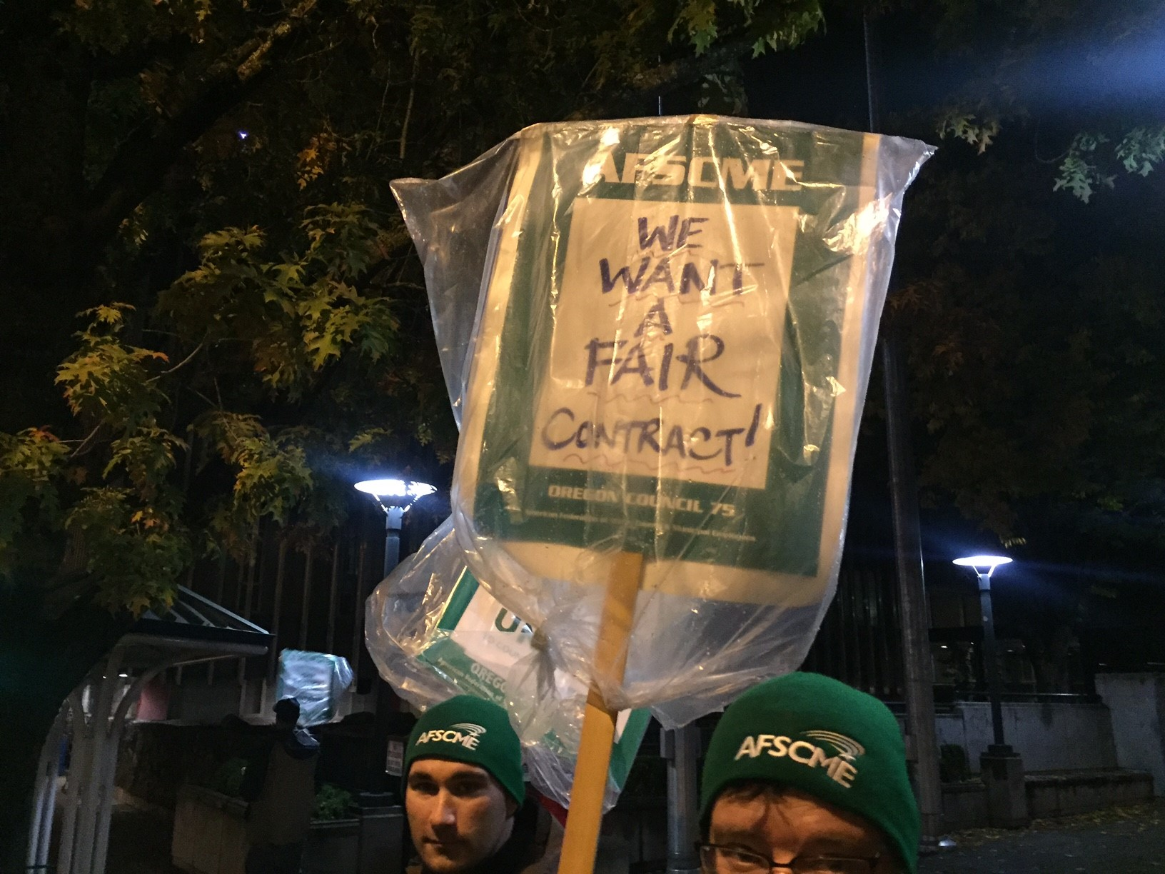 Lane County employees represented by AFSCME returned to the picket lines on Friday, Oct. 20, 2017. (SBG)