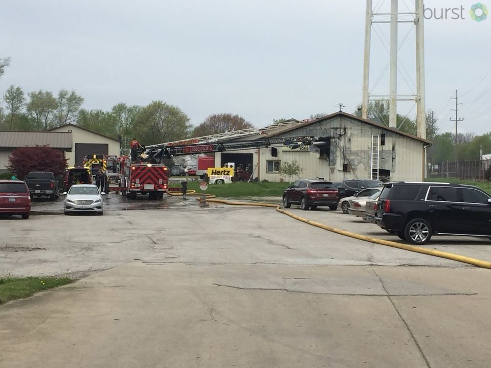 We're following developing news out of Lincoln of a fire at Treu Body Works auto body shop, 925 north Kickapoo Street. (WICS Photojournalist Jon Jenkins)