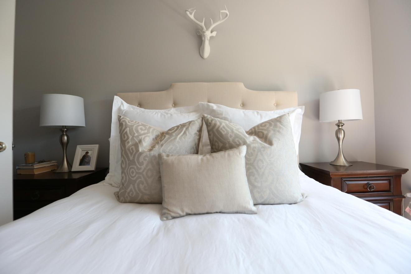 Alison keeps the walls cool and rooms bright with light neutrals. (Amanda Andrade-Rhoades/DC Refined)