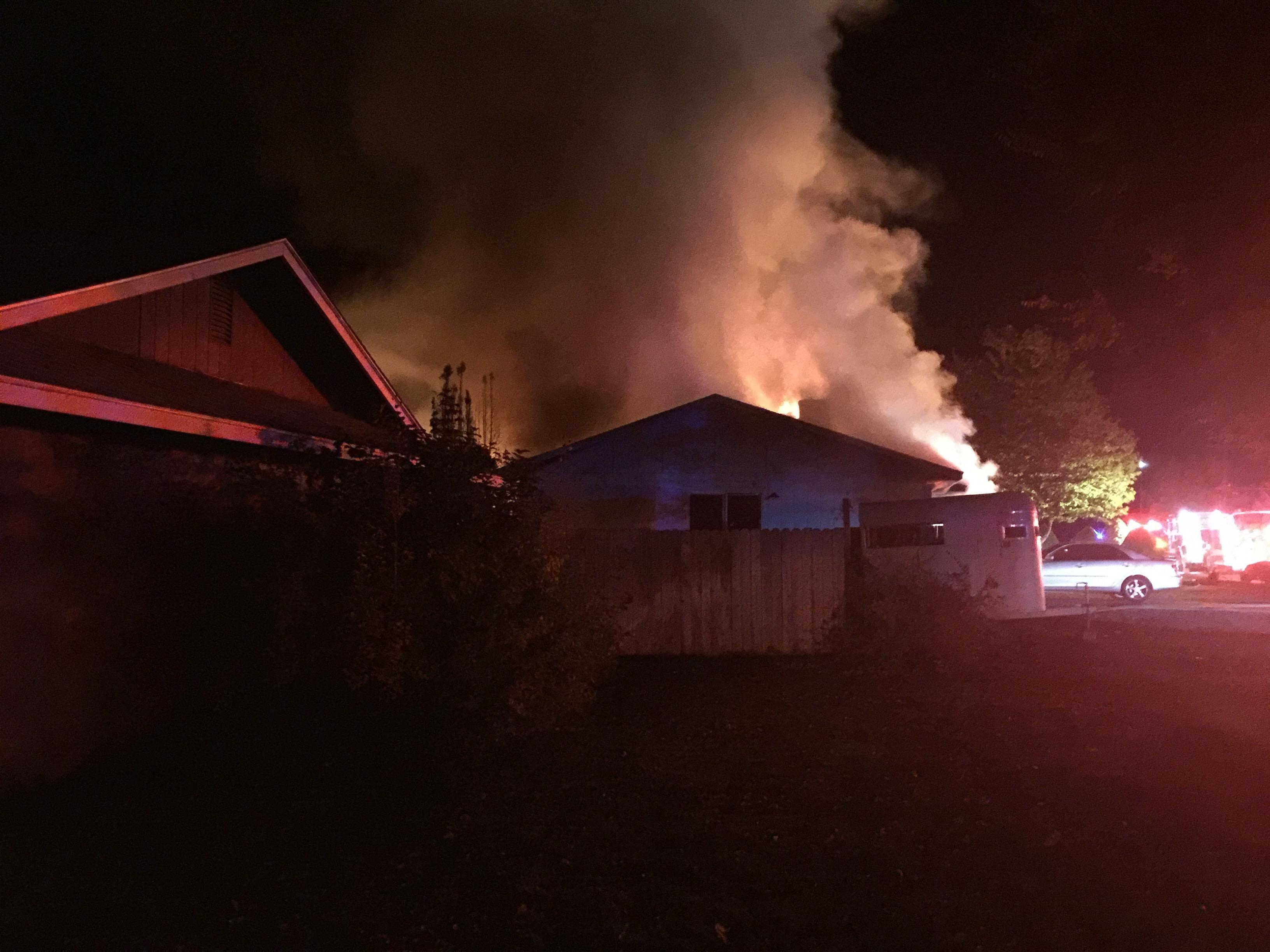 All residents were evacuated by Kennewick police officers and no injuries were reported. (Photo courtesy: Sam Rambo)<p></p>