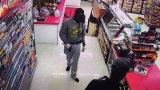 Gunman in gas mask robbed Oregon store