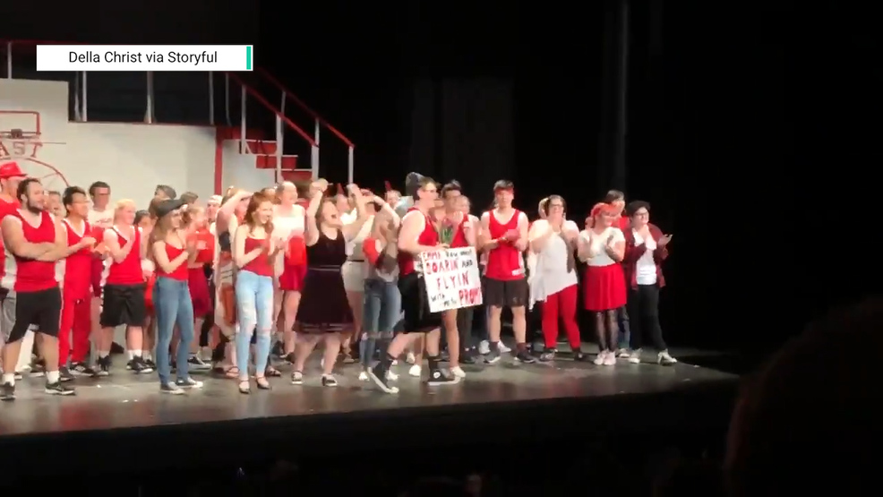 Storyful-218119-Student_Gets_His_Head_in_the_Game_With_High_School_Musical_Promposal.00_00_25_25.Still001.jpg