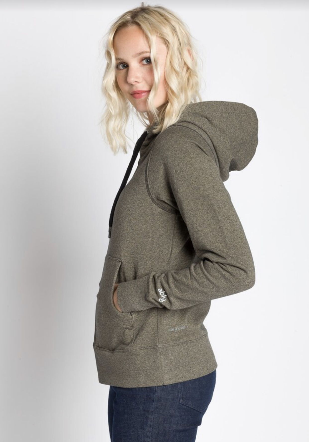 "<p>This full zip hoodie from Ably Apparel is{&nbsp;}water, stain, and odor-resistant.{&nbsp;} Perfect for lounging at home or taking a stroll around the neighborhood. Ably has tons of comfy goodies for both her and him.{&nbsp;}<a  href=""https://ablyapparel.com/products/apphia-full-zip-hooded-jacket?variant=32157284991047"" target=""_blank"" title=""https://ablyapparel.com/products/apphia-full-zip-hooded-jacket?variant=32157284991047"">Shop it</a>{&nbsp;}online or Ably just launched a pop-up location from now till October 18th in Edmonds, the address is 186 Sunset Ave, Edmonds, WA 98020.{&nbsp;} Proceeds from sales at the pop-up will be donated to fund the construction of the Edmonds Waterfront Center.{&nbsp;}</p><p>(Image:{&nbsp;} Ably Apparel){&nbsp;}</p>"