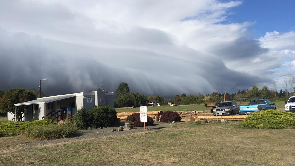 "Dramatic ""shelf cloud"" brings sudden burst of wind to Olympic Peninsula"