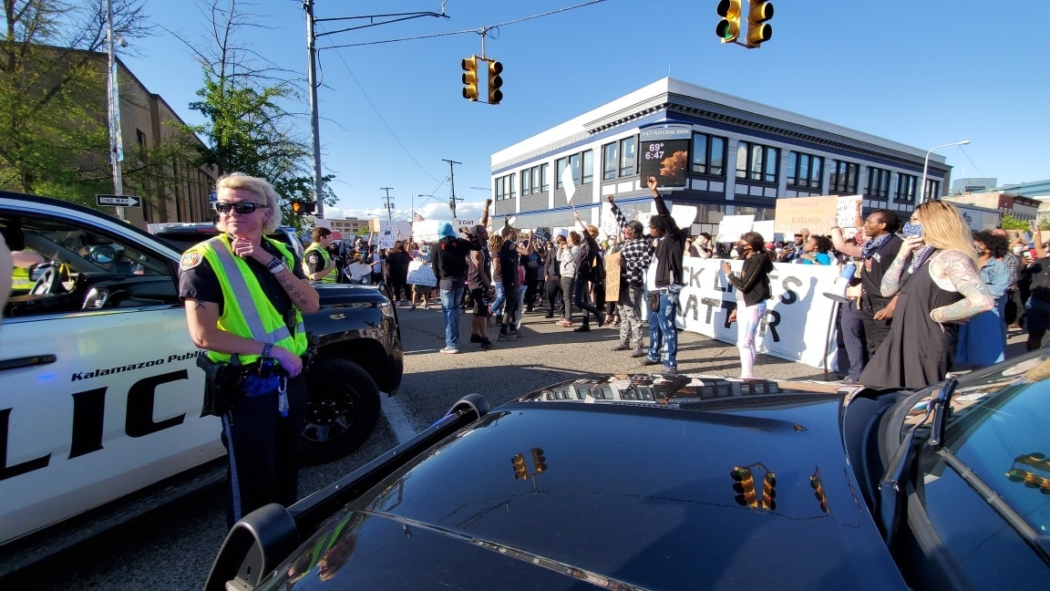 People in Kalamazoo peacefully demonstrated while police blocked roads on Saturday, May 30, 2020. (WWMT/Mike Krafcik)