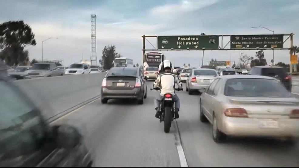 Oregon considers lane-splitting for motorcyclists