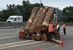 180524 log truck loses load in Roseburg 3.jpg